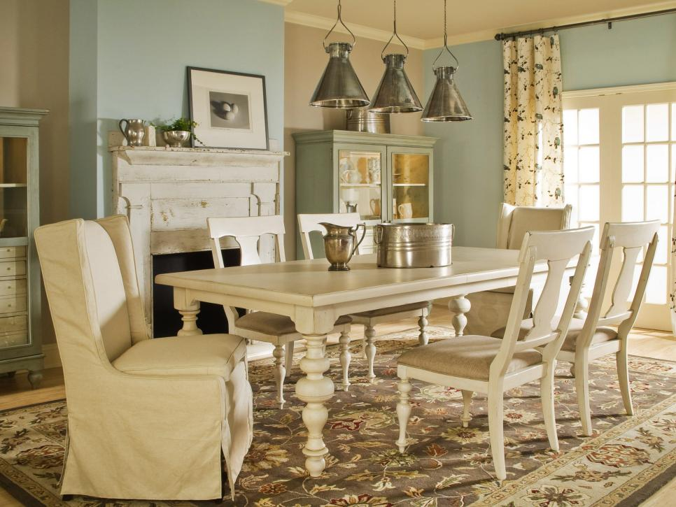ci-universal-furniture-paula-deen_country-style-dining-room-white-furniture_s4x3-jpg-rend-hgtvcom-966-725